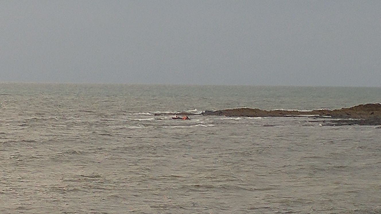 Casualty vessel in shallow rocky water
