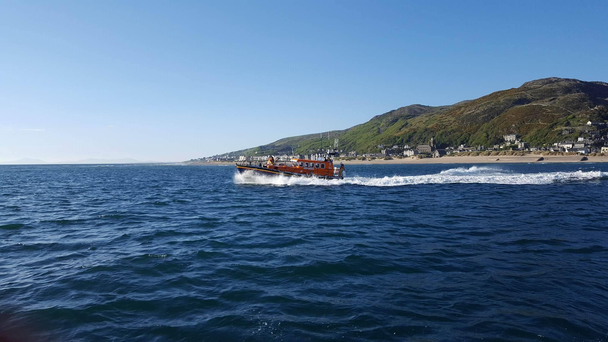 Barmouth all-weather lifeboat launch to assist motor cruiser