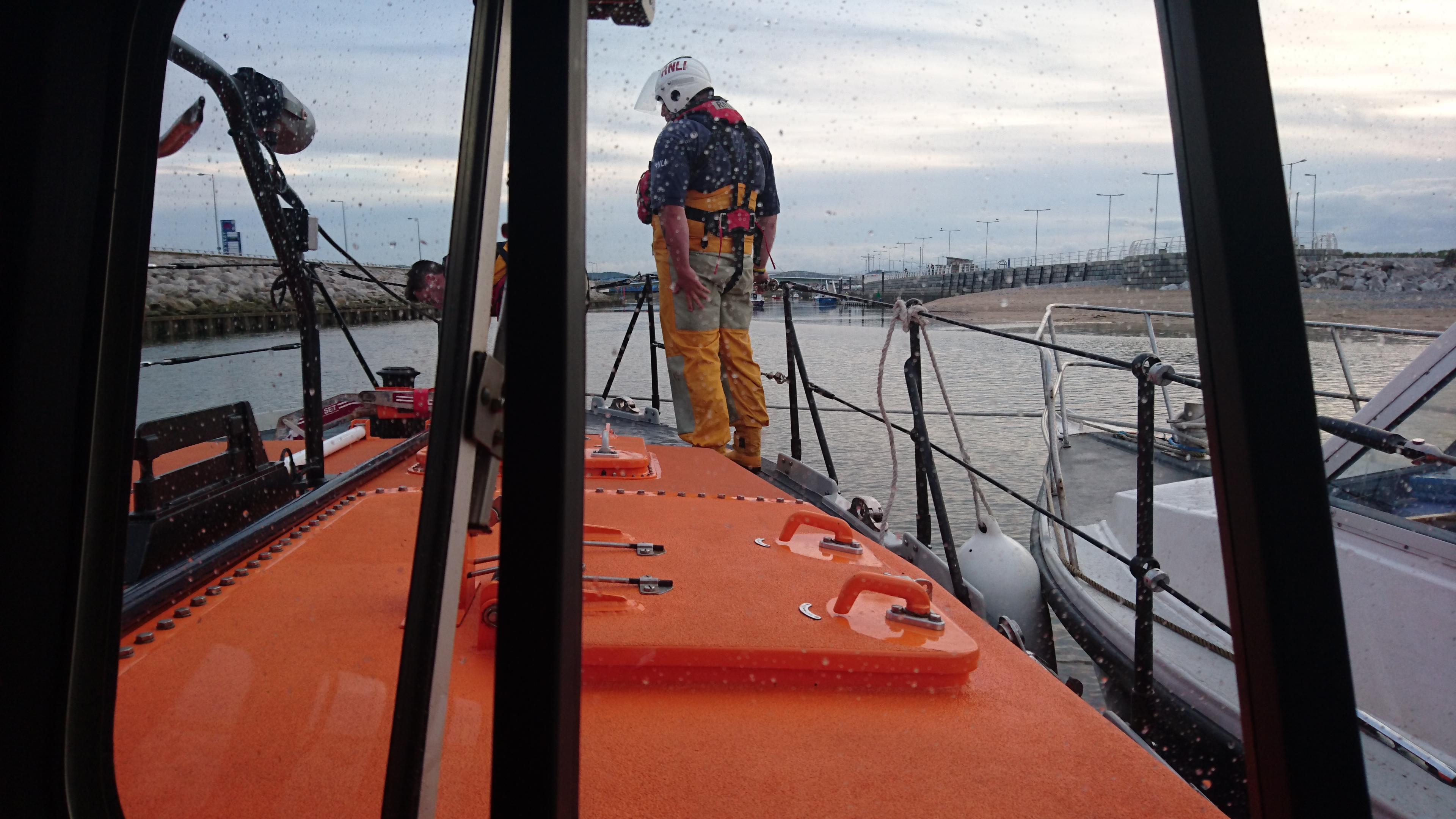 Rhyl lifeboat tows casualty vessel into Rhyl harbour