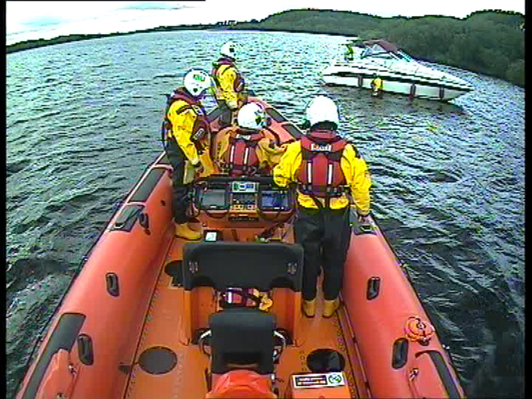 Carrybridge RNLI assist four people on grounded vessel close to the Share Centre
