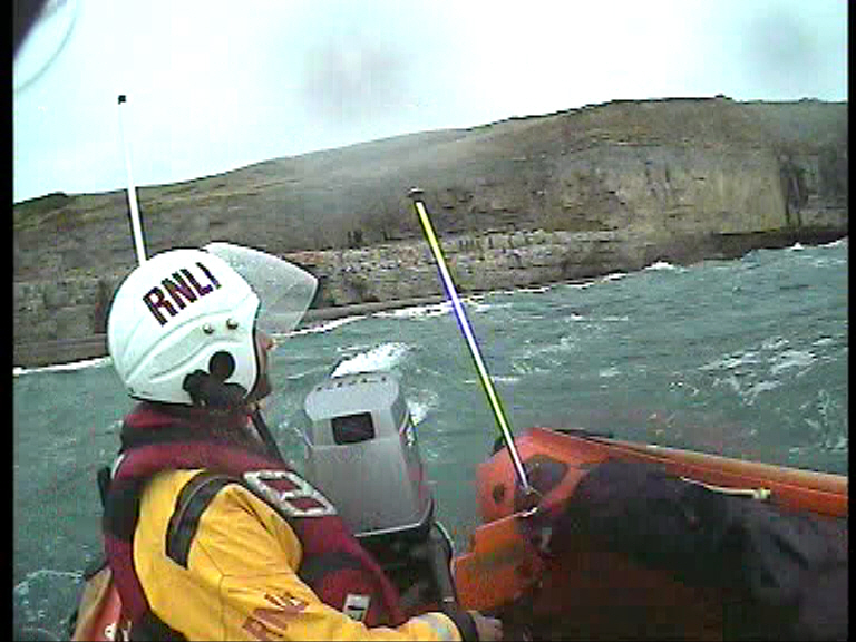 Swanage inshore lifeboat arrives on scene at Dancing Ledge