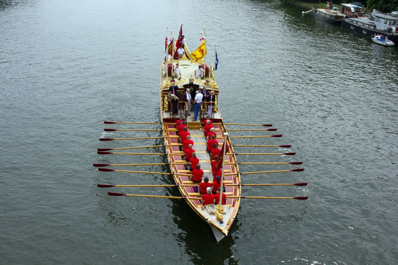 Gloriana on the Thames