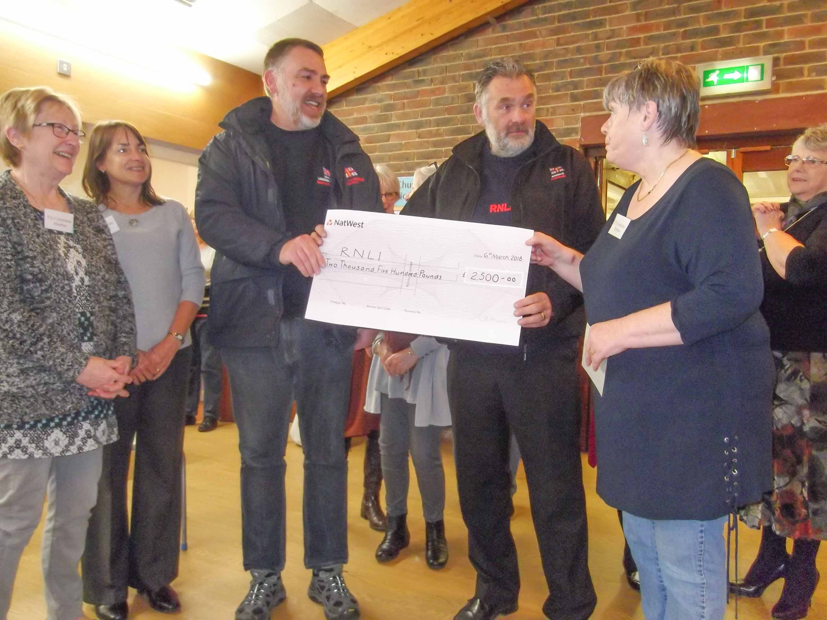 Thanet Quilters cheque presentation to Margate RNLI (Thanet Quilters)