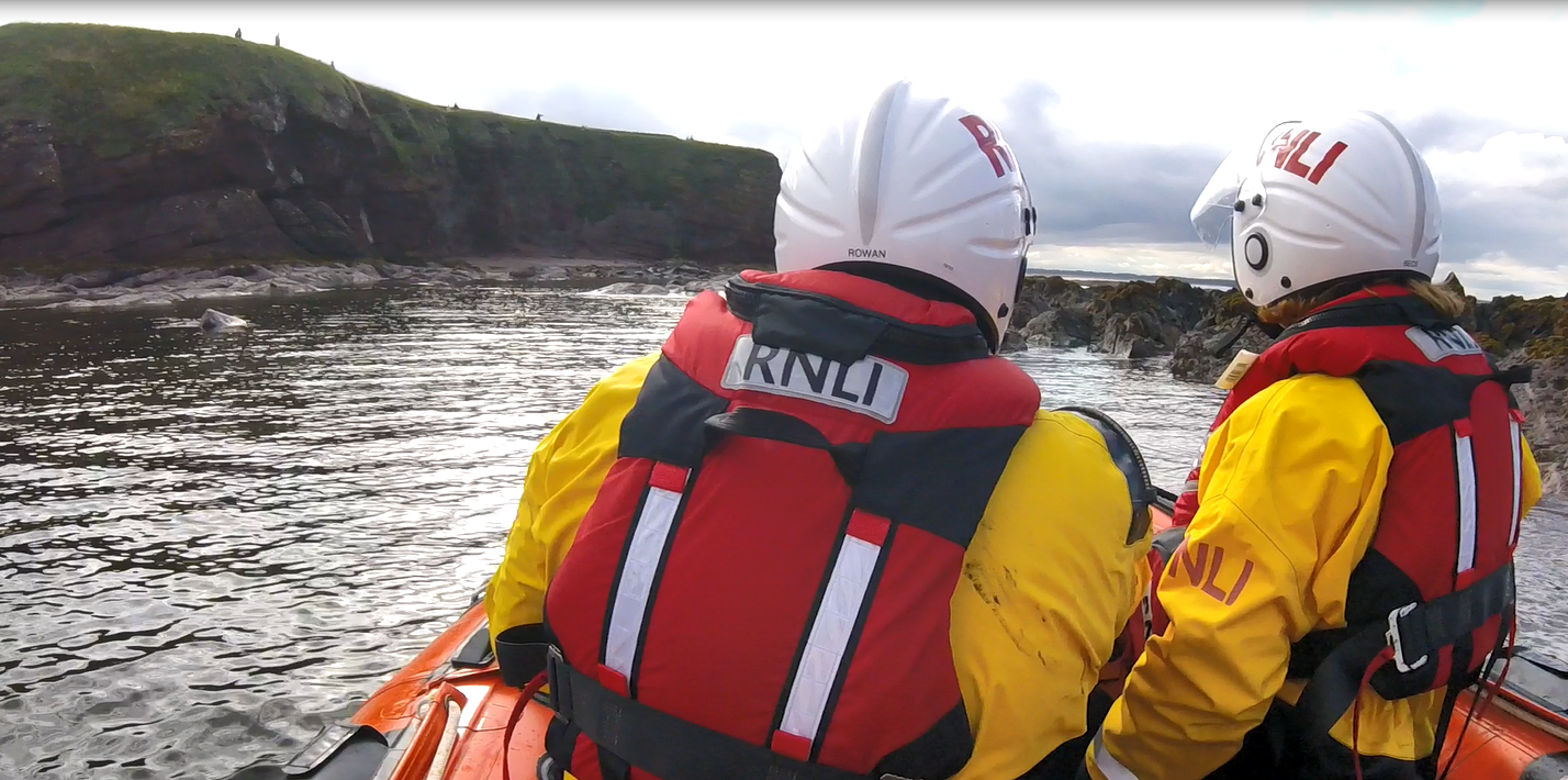 Dunbar ILB crew arrive on scene to help dog stuck at cliffs.