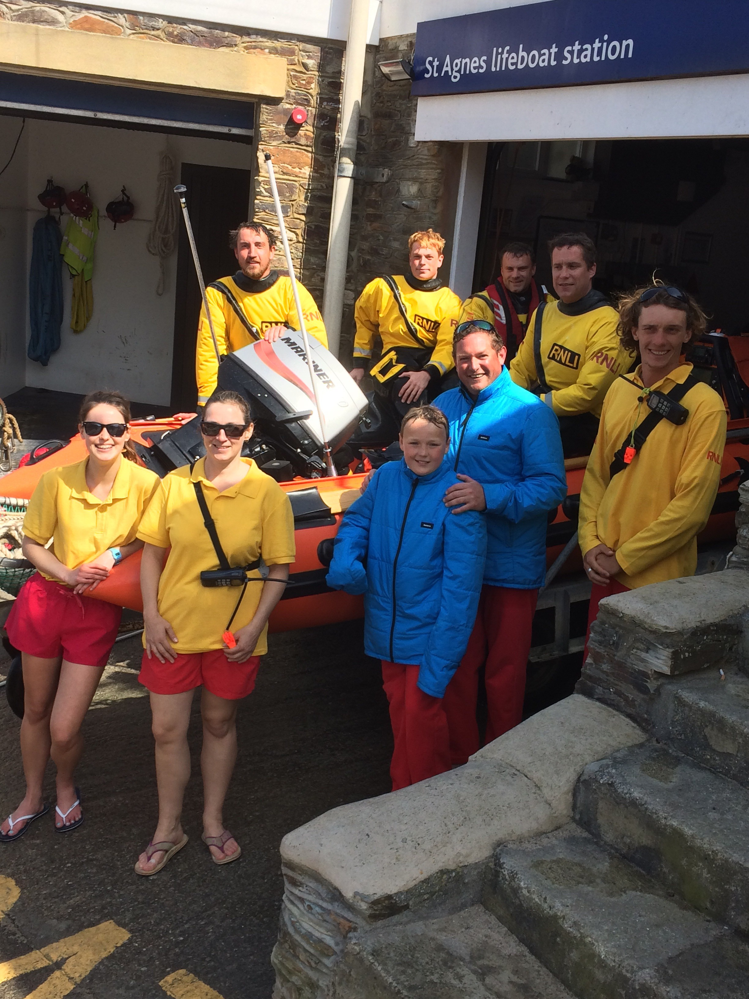 St.Agnes RNLI and St.Agnes Surf Lifesaving Volunteer Lifeguards with the casualties from the kayak