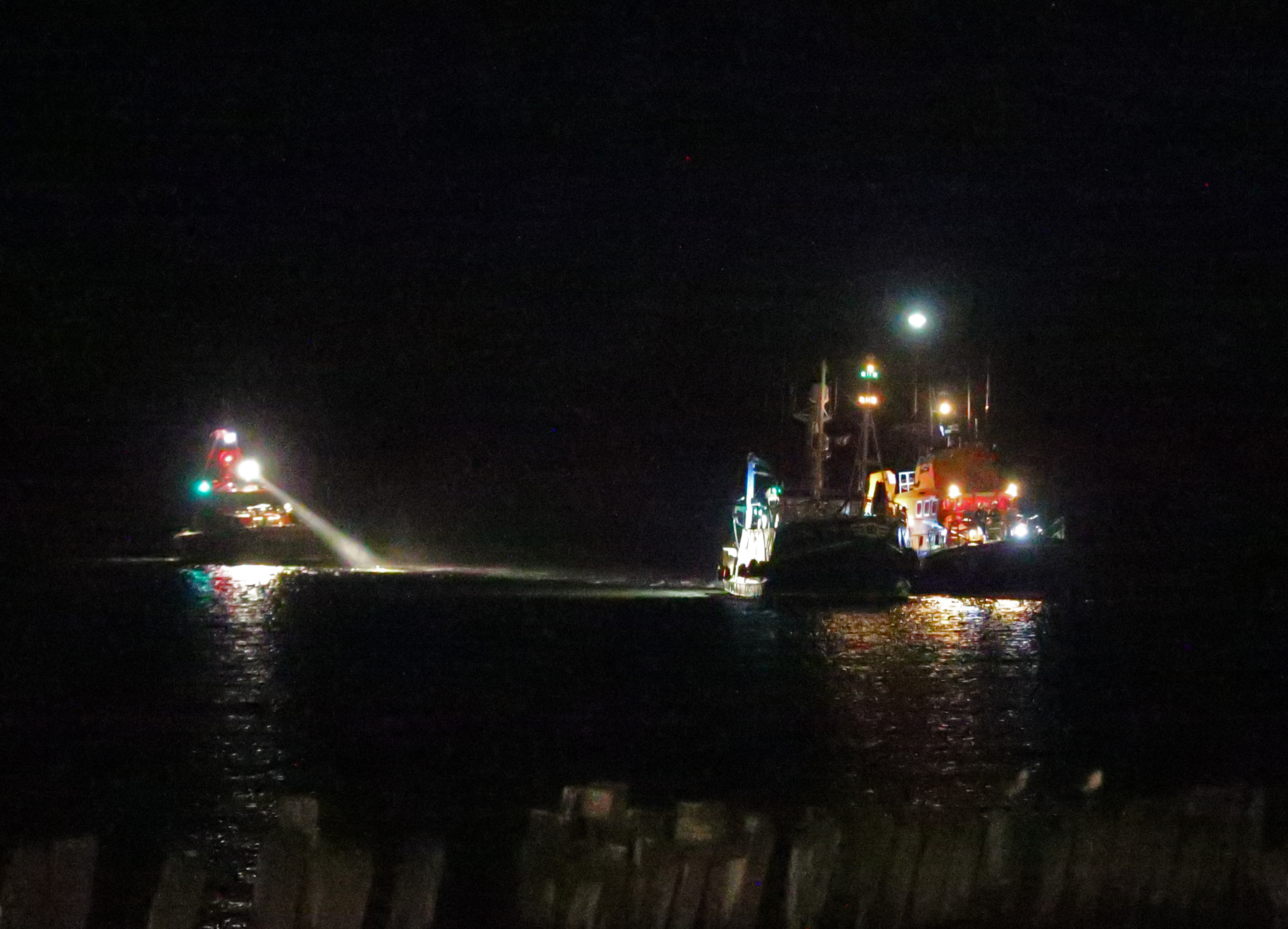 16 Feb 2019 The fishing vessel Shaulora is towed to safety by Tynemouth RNLI Severn class all weather lifeboat Spirit of Northumberland, with Port of Tyne Pilot launch Collingwood seen standing by.