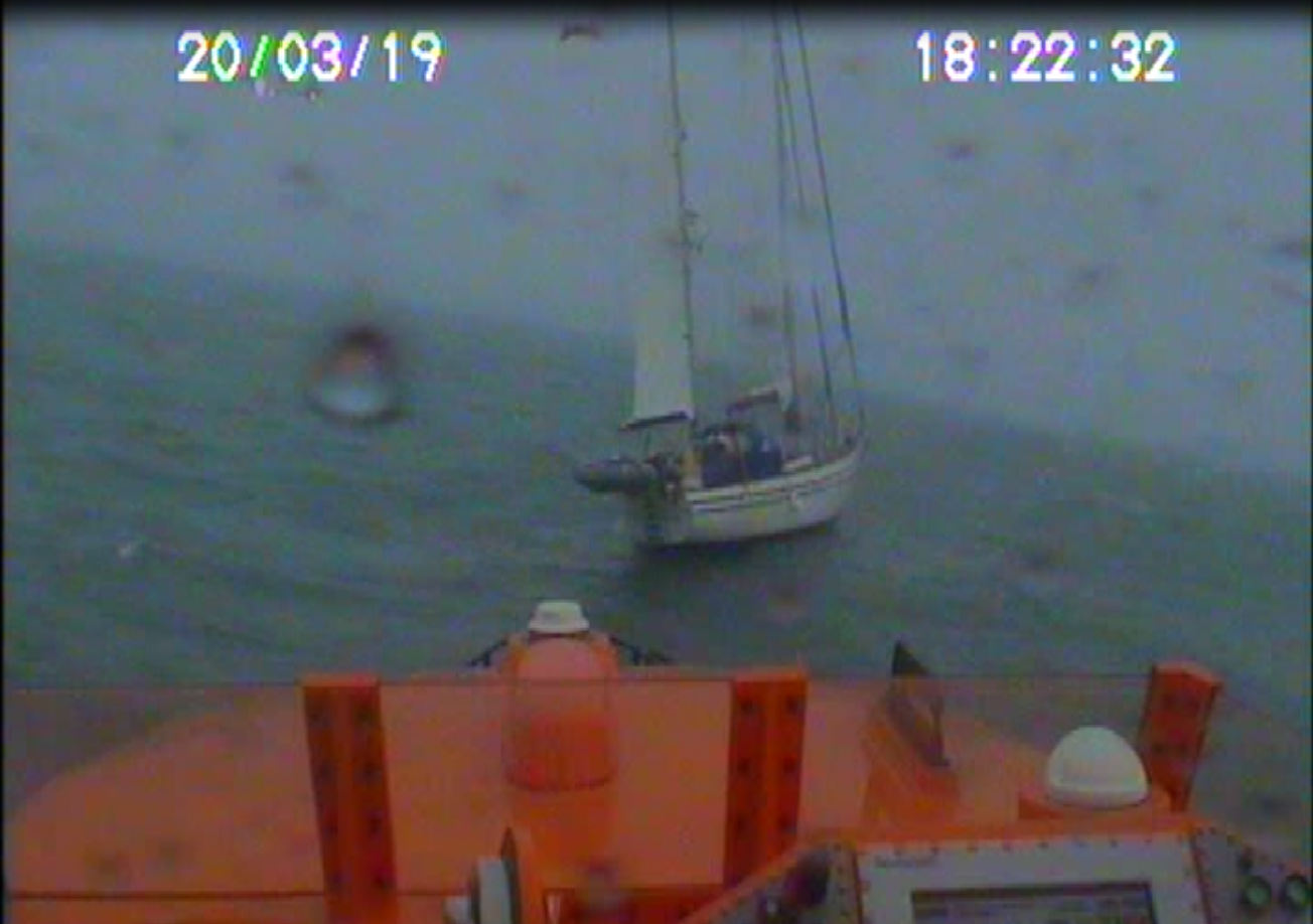 Lifeboat coming alongside casualty