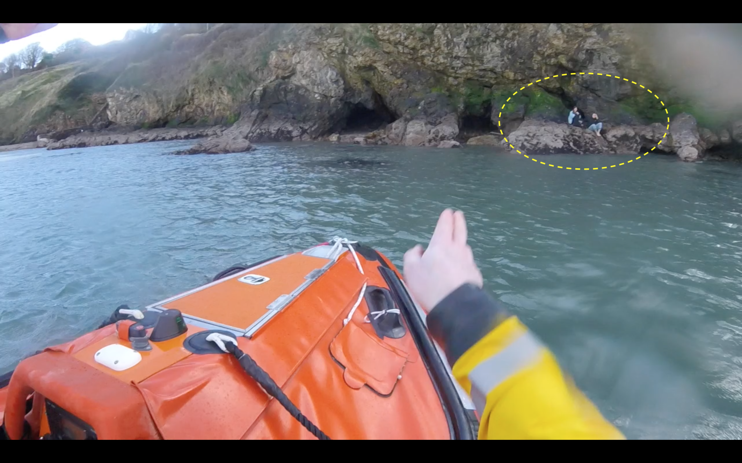 Howth RNLI Rescue 2 people from rocks cut off by tide