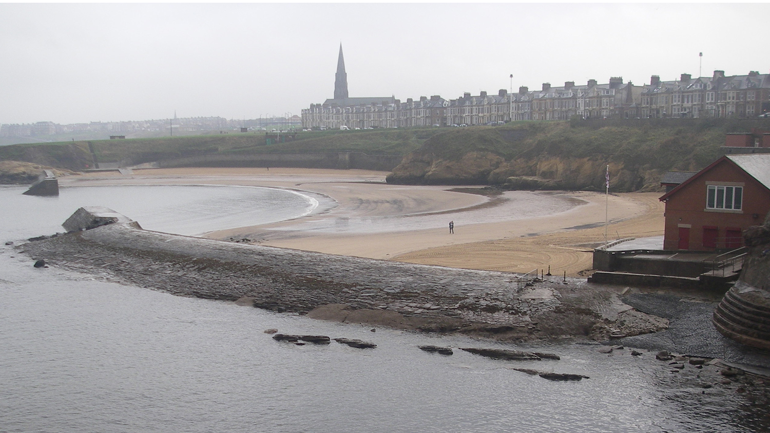 Cullercoats Beach near Whitley Bay in Tyne and Wear is an RNLI lifeguarded beach.