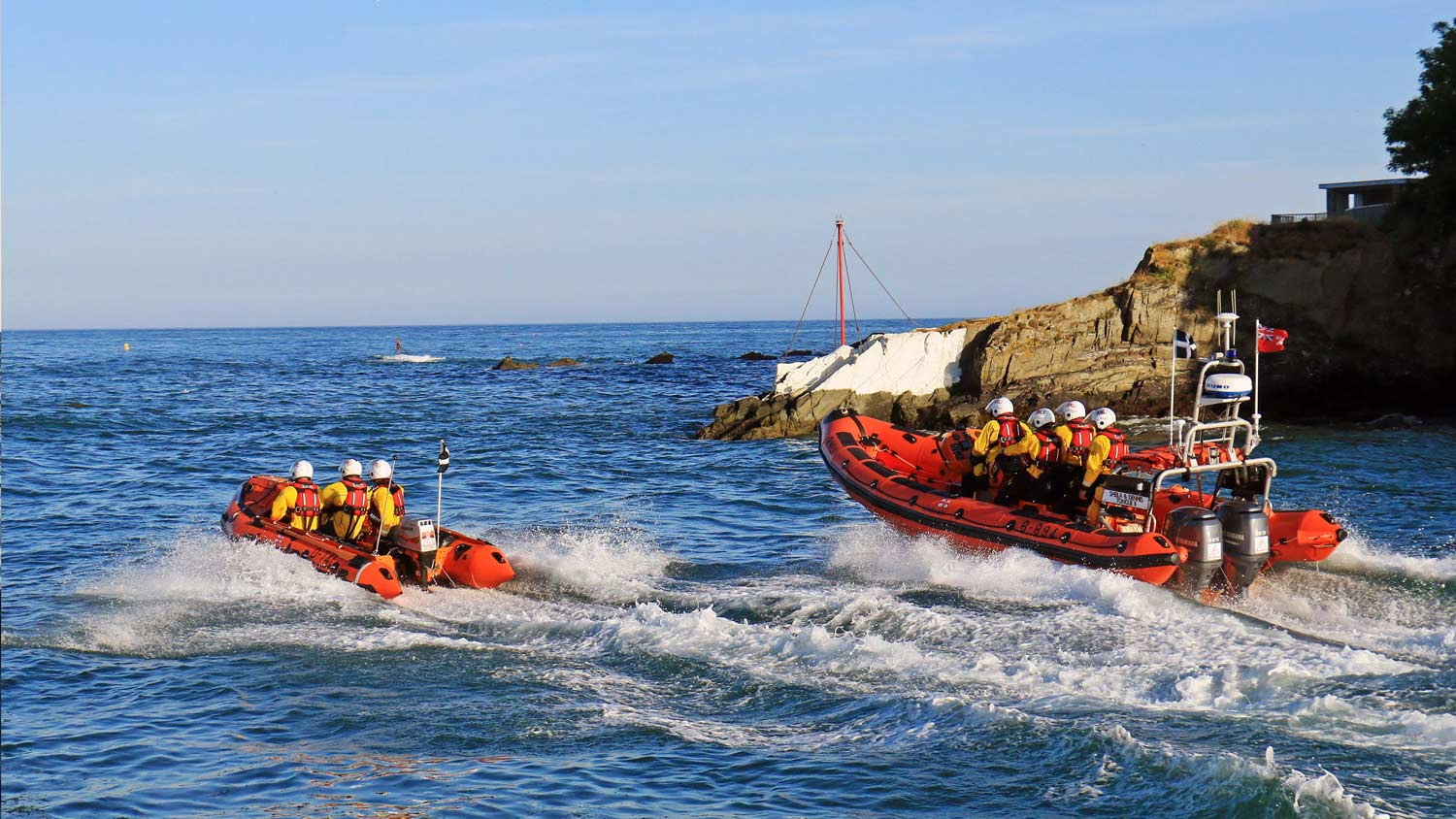 Looe lifeboats launch to the rescue