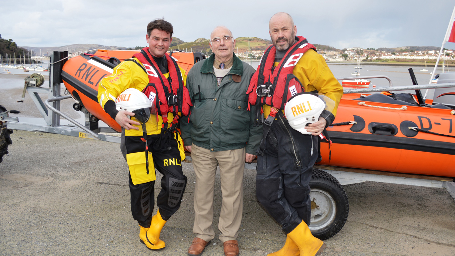 David Stocks with two of his rescuers: Conwy lifeboat Crew Members Greg Donald (left) and Peter Hughes (right)